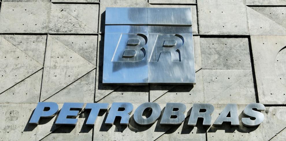 Petrobras reduce a casi la mitad plantilla laboral tras caso de corrupción