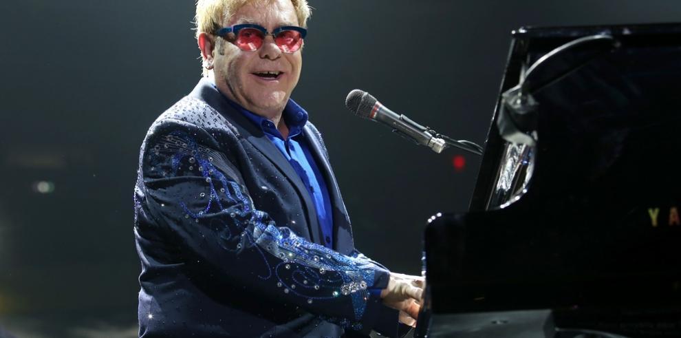 Elton John cancela próximos conciertos en EEUU