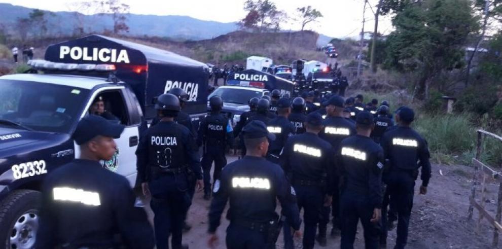 Despejan el tránsito en la vía Panamericana, y desalojan a invasores en Pedregal