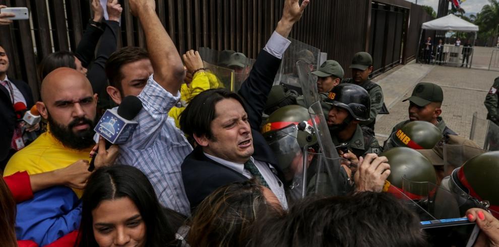 Oposición venezolana rechaza la sentencia contra Parlamento