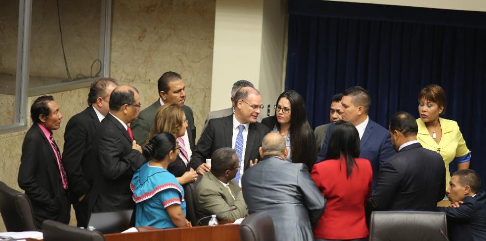 Diputados no avanzan con las reformas electorales y seguirán el lunes