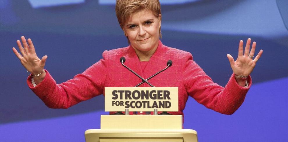 Sturgeon dice que el 'brexit' es un 'salto hacia la oscuridad'