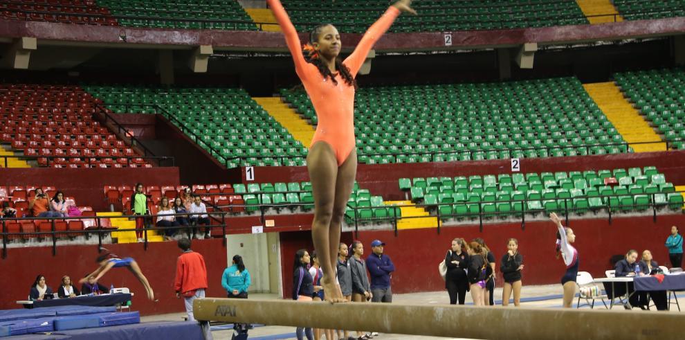 'No Limits' gana Campeonato Interclubes de Gimnasia