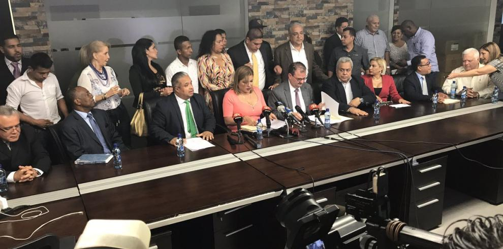 Defensa de Martinelli querellará embajador de Panamá enWashington