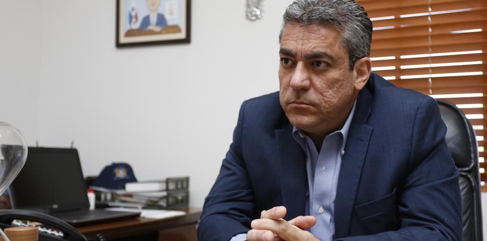 Ministro Mayo confirma control de brote de conjuntivitis en Colón