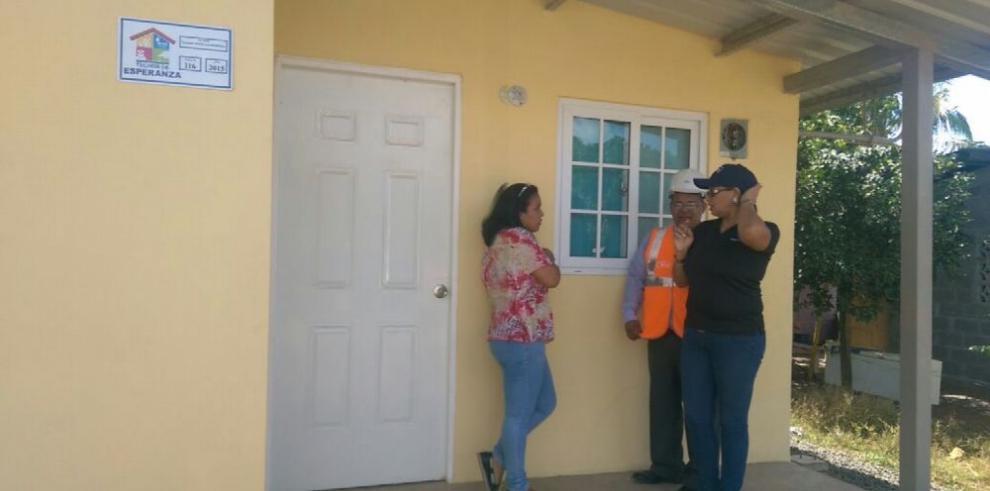 Inspeccionan viviendas entregadas por Techos de Esperanza en Capira