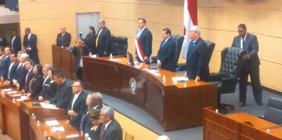 De León pide acción en tema GESE, Varela ignora el asunto