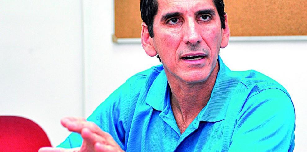 'Varela se la pasa prometiendo y no hace nada', Rómulo Roux