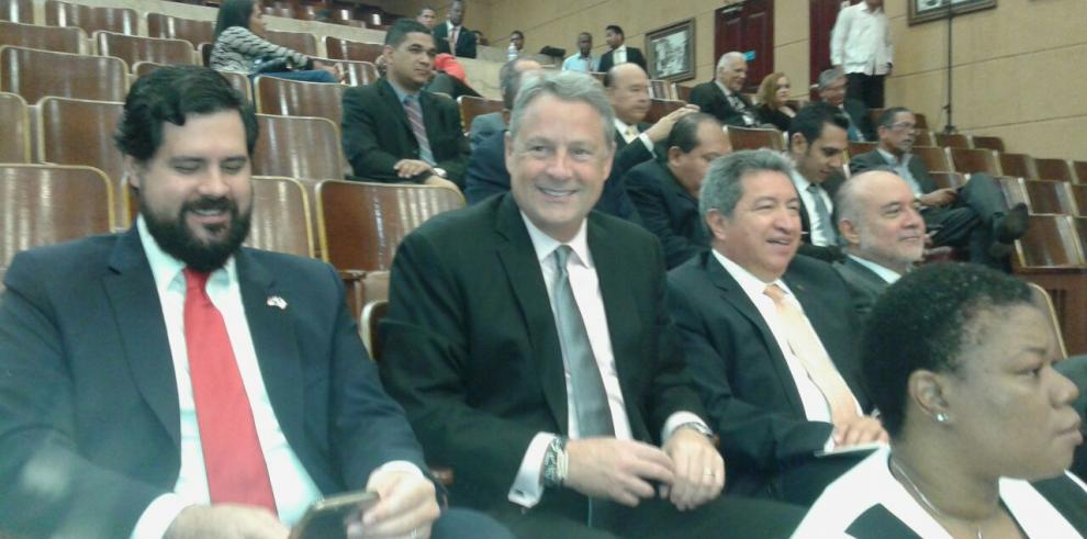 Embajador de EEUU se niega a declarar sobre el tema de GESE
