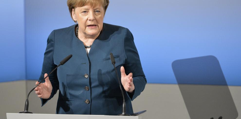 Merkel aboga por el periodista alemán detenido en Turquía