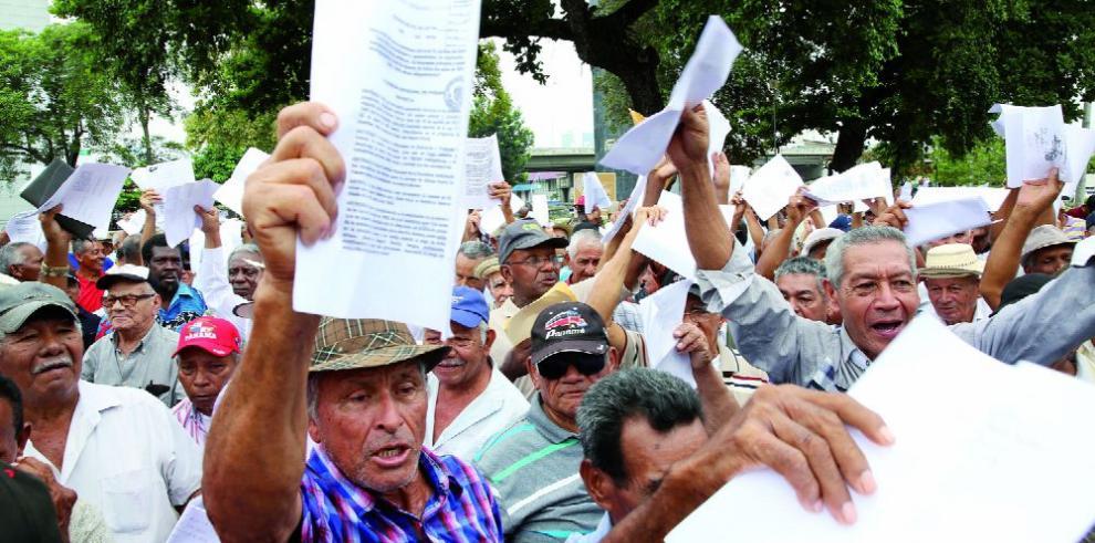 Jubilados piden cambios a Ley de pago de XIII atrasados