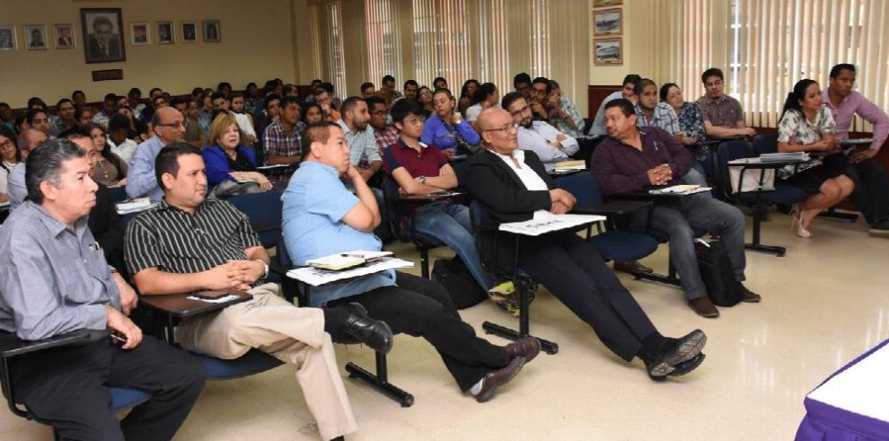 Expertos de CCA realizan conferencia