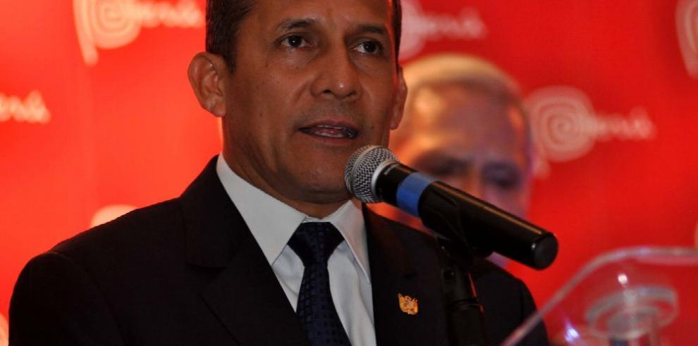 El Congreso remueve a contralor de Perú