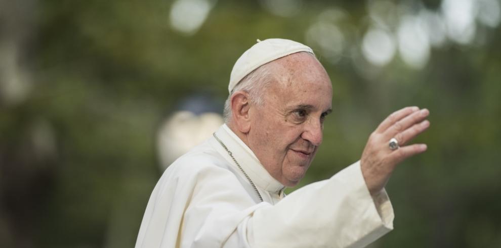 Camisetas con grafiti de 'Superpapa' financiará obras de caridad del Vaticano