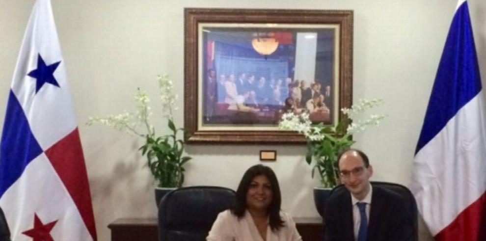 Francia y Panamá actualizarán convenio