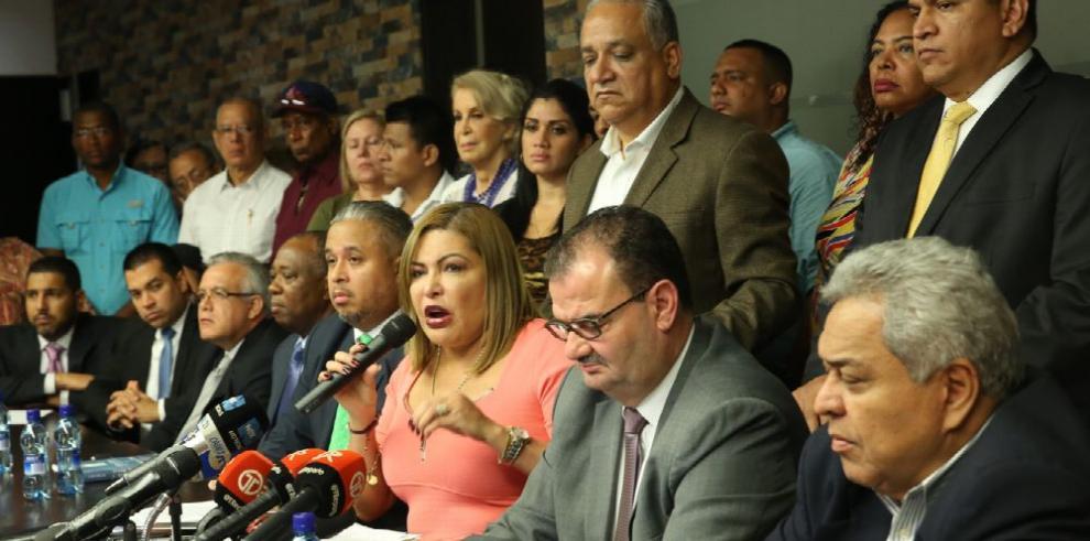 Martinelli amenaza con querellar a diplomáticos panameños