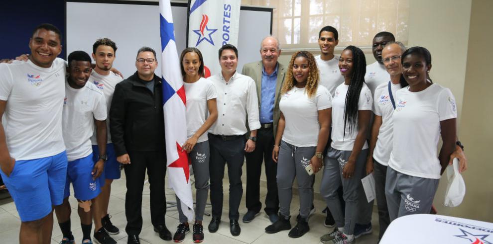 Natalee Aranda, abanderada de los XI Juegos Deportivos Centroamericanos