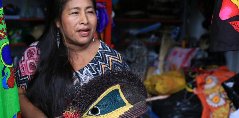 Mercado de Artesanías de la Plaza 5 de Mayo se reubica en la Ave. 3 de Noviembre