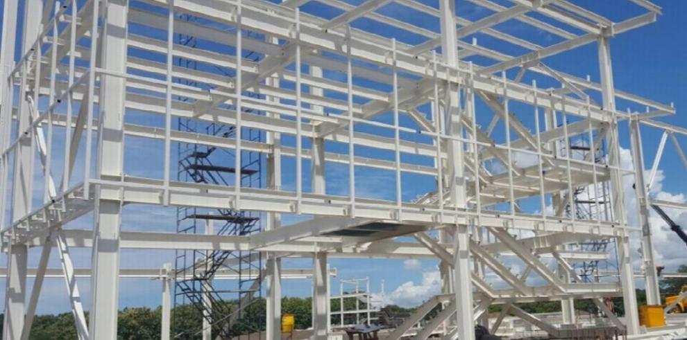 Contralor inspecciona las obras del estadio Roberto Hernández