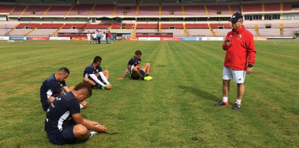 'Bolillo' preocupado por las lesiones en la zona defensiva
