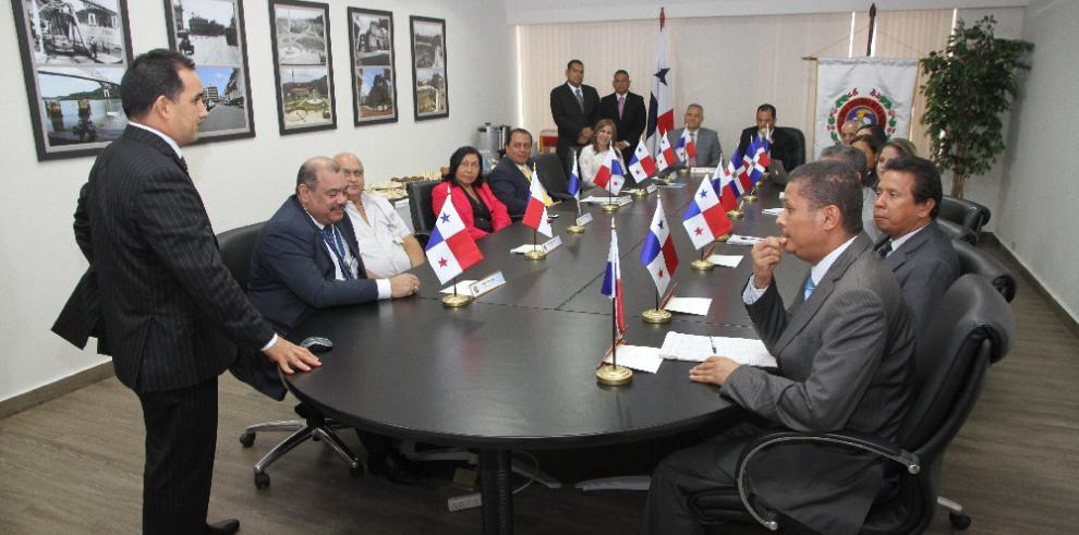 Dominicana busca asesoramiento para realizar auditorías a megaobras