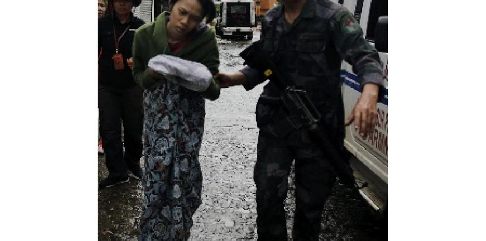 Cien muertos y 100 mil evacuados en combates con el EI en Filipinas