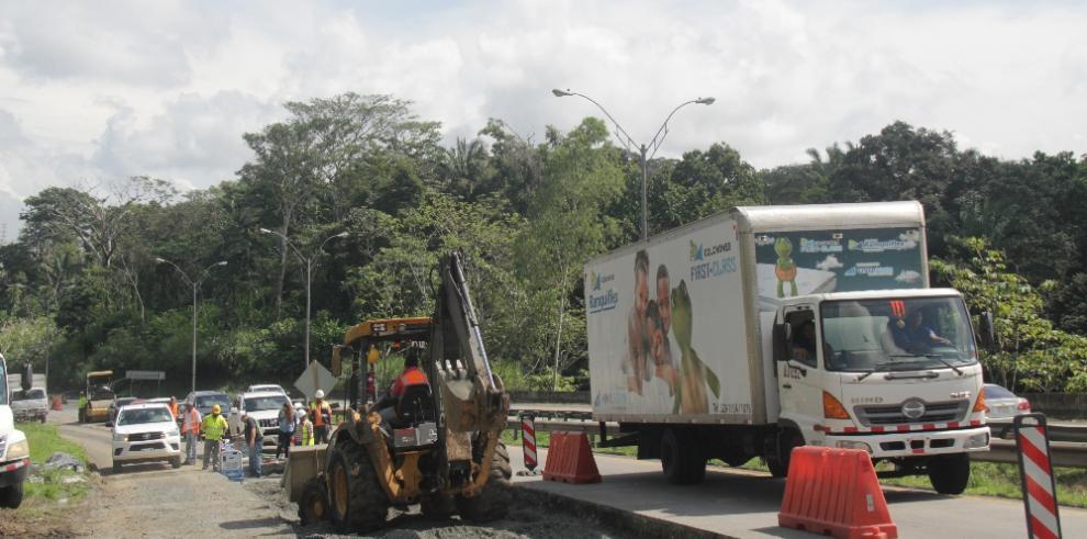 MOP reemplaza 105 losas de concreto en el Puente Centenario