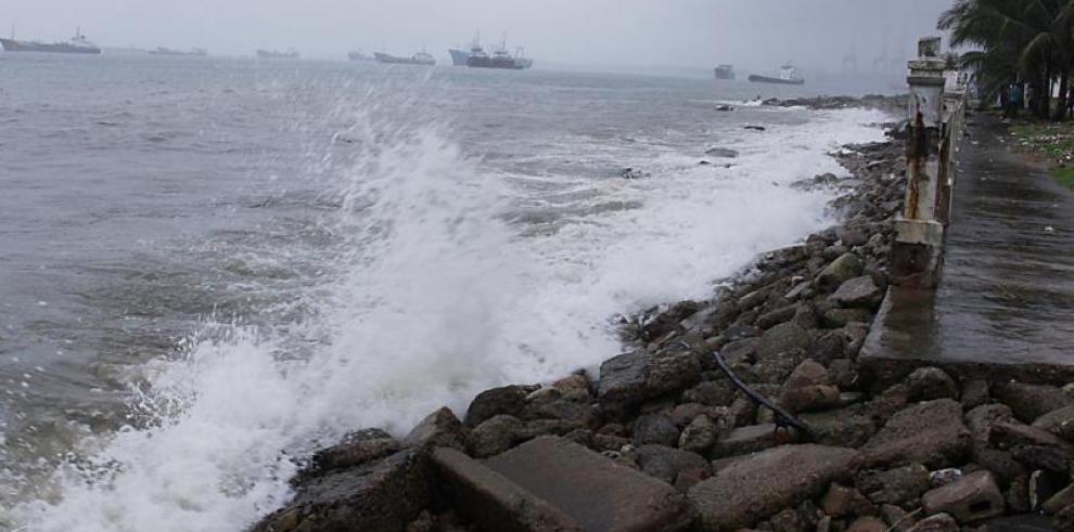 Sinaproc emite aviso de prevención por fuertes oleajes