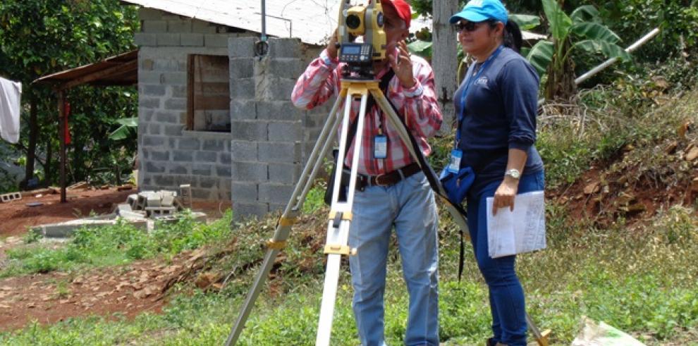 Miviot resuelve 84 asentamientos informales en todo el país
