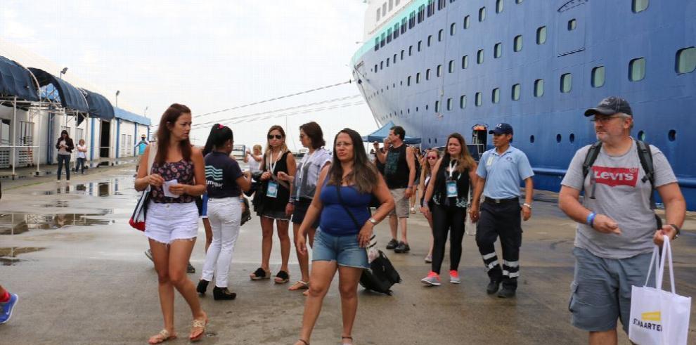 Más de 200 mil pasajeros desembarcan en Panamá
