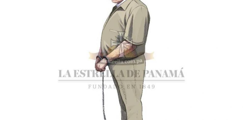 Martinelli se despidió de sus familiares con un gesto y con las manos esposadas