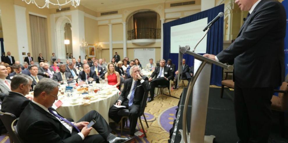 Varela expone sobre el futuro de Panamá en The Economist Club