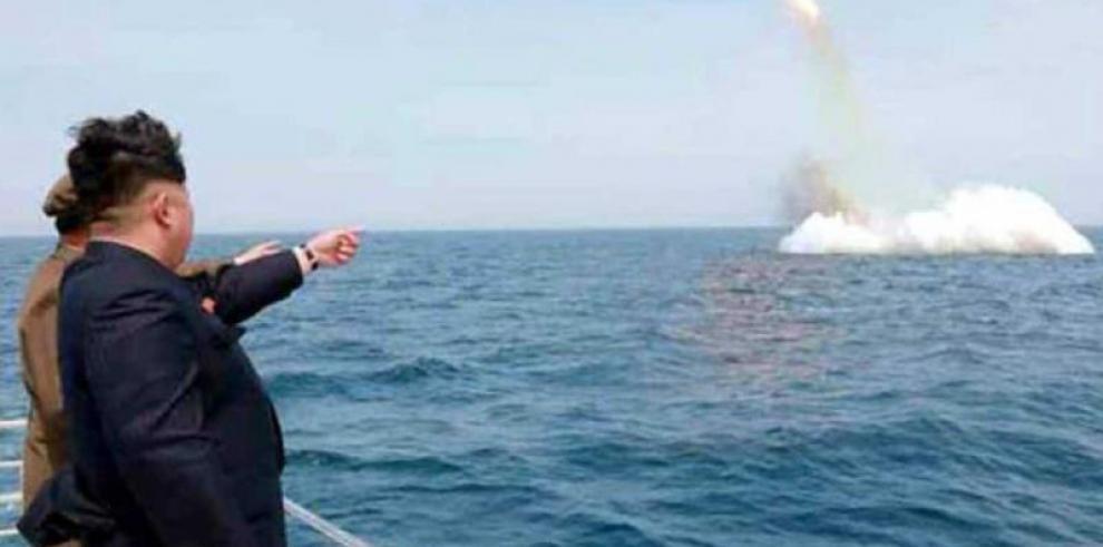 Pyongyang confirma el lanzamiento de misil que sobrevoló Japón