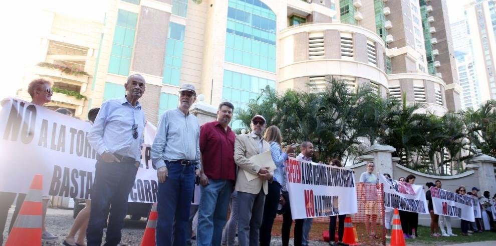 Residentes de Punta Pacífica protestan por torre de 52 pisos