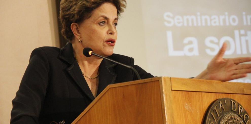 Rousseff intenta obstaculizar la defensa de Temer