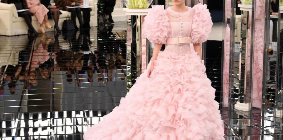 Lily-Rose Depp sigue cautivando a Chanel