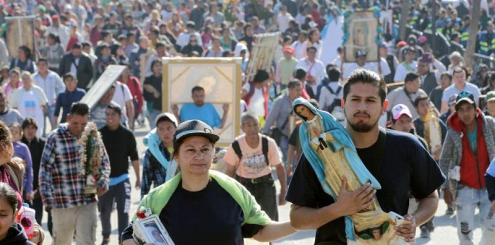 Miles de peregrinos llegan a Basílica de Guadalupe para celebrar a la Virgen