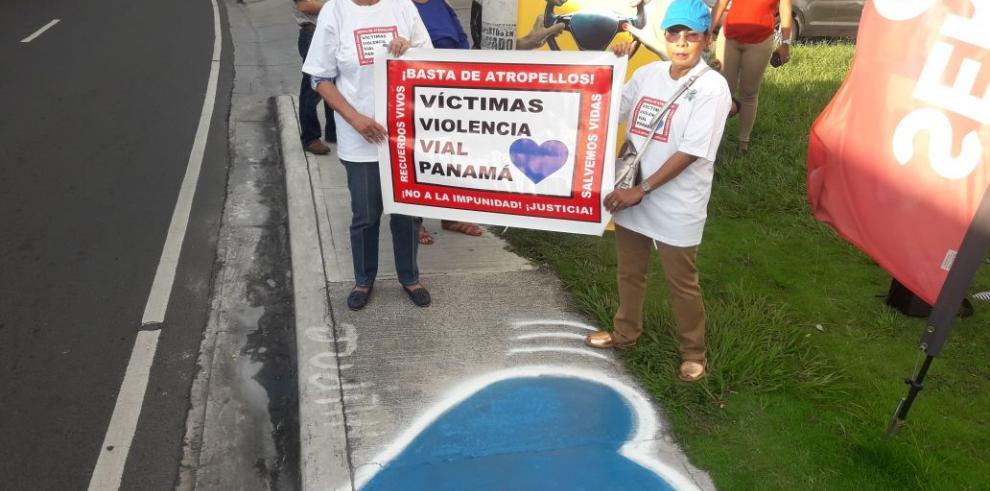 Ciudadanos recuerdan día mundial de las víctimas por la violencia vial
