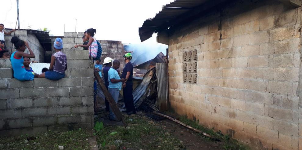 Incendio en Colón consume 15 casas, afectados exigen respuesta al Gobierno