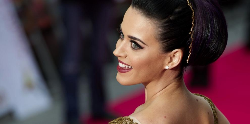 Katy Perry persigue a Céline Dion por París