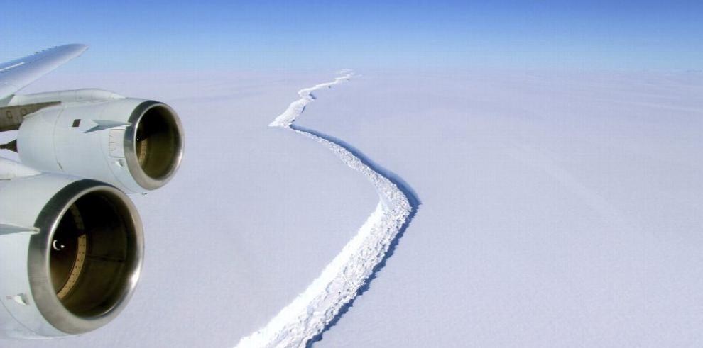 Científicos alertan sobre iceberg de Antártida a punto de desprenderse