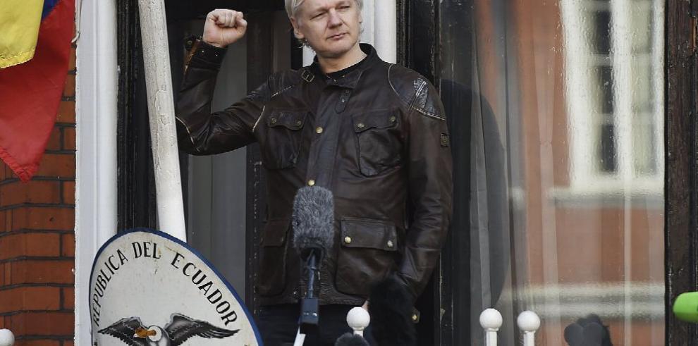 Suecia cierra caso contra Julian Assange siete años después