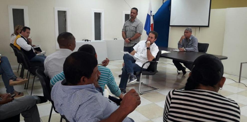 Etchelecu se reúne con residentes deCerro Galera