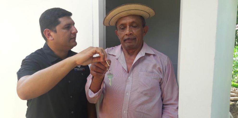 Conades entregaunidades sanitarias del Programa Sanidad Básica 100/0en Los Santos