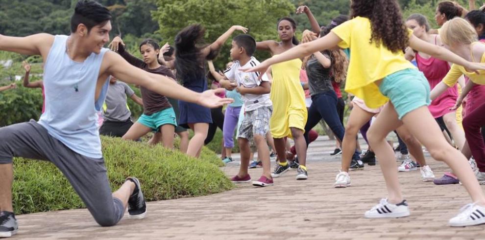 Un baile masivo, en espacios públicos de Panamá