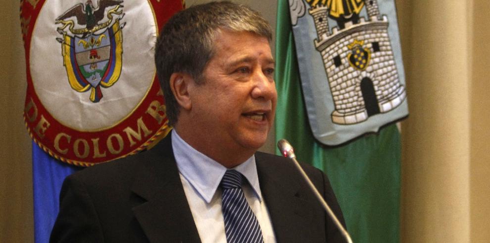 Condecoran aHernán Darío Gómez en Colombia