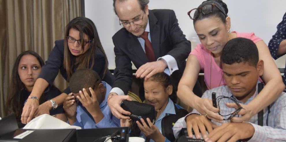 MyEye, las gafas de alta tecnología que brindan una oportunidad a los ciegos