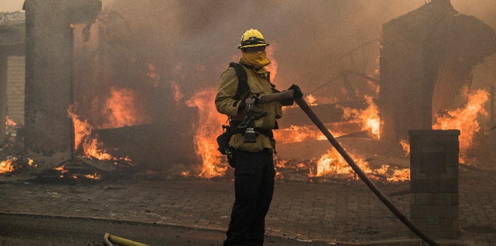 Incendios amenazan el sur de California, Estados Unidos