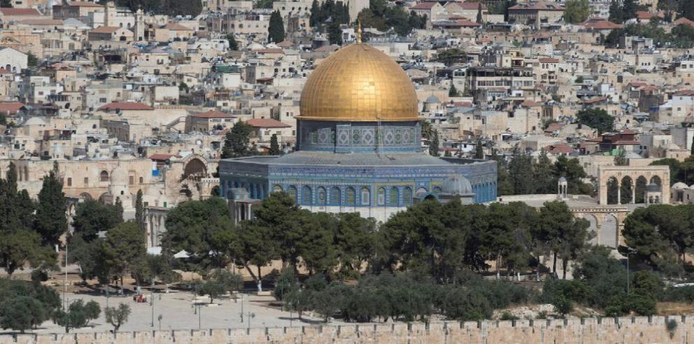 Trump mantiene intención de trasladar embajada a Jerusalén