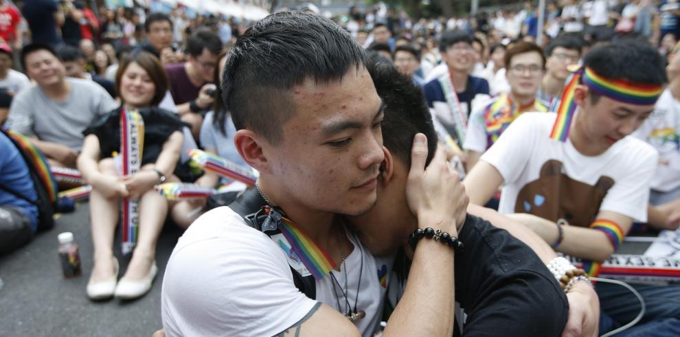 Dentro de dos años, taiwaneses del mismo sexo podrán casarse